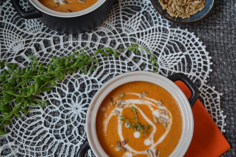 Leckere und schnelle Paprika-Zucchini-Suppe mit Kokosmilch. Ideal an kalten Herbsttagen. Glutenfrei und vegan